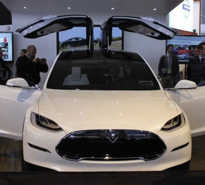 tesla-is-delaying-production-of-its-model-x-suv-by-a-year